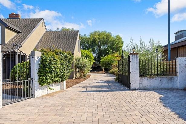 Single Family Residence, Custom Built,Traditional - Santa Ana, CA