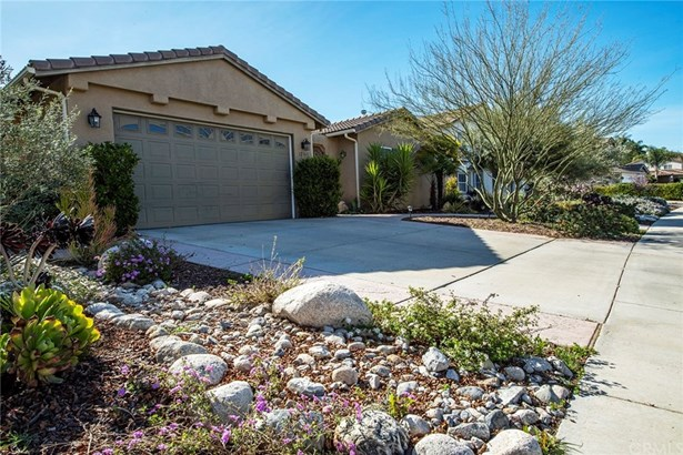 Single Family Residence - Winchester, CA