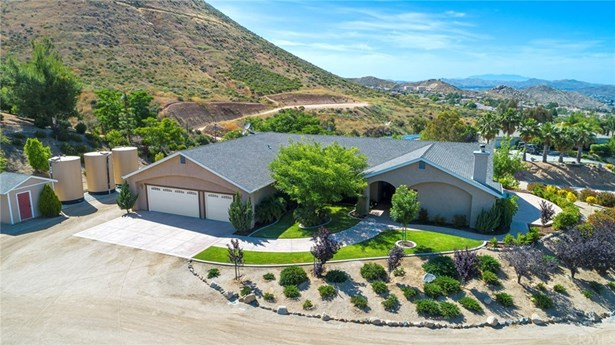 Single Family Residence, Custom Built - Wildomar, CA