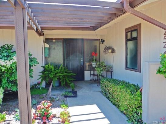 Condominium, Contemporary - Fallbrook, CA (photo 2)