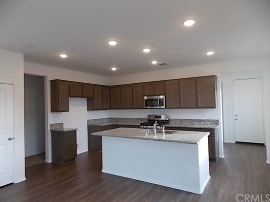 Single Family Residence, Traditional - Beaumont, CA (photo 3)