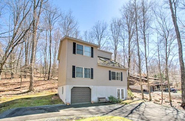 Contemporary, Detached - Greentown, PA