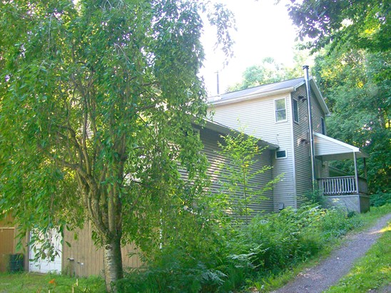 Residential, Colonial - Lakewood, PA (photo 2)