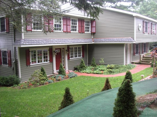 Residential, Traditional - Tafton, PA (photo 3)