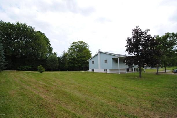 Raised Ranch,Split Level, Detached - Waymart, PA (photo 4)