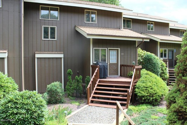Townhouse, Contemporary - Lakeville, PA (photo 2)