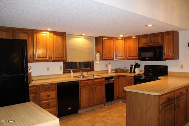 Townhouse, Contemporary - Lakeville, PA (photo 5)