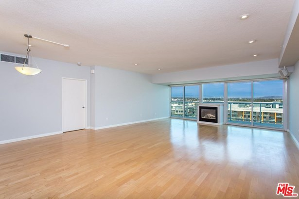 Condominium, High or Mid-Rise Condo - Marina Del Rey, CA (photo 1)