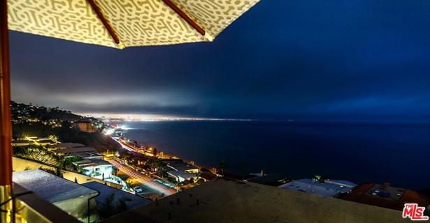 Condominium, Contemporary - Malibu, CA (photo 2)