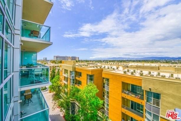High or Mid-Rise Condo,Contemporary, Condominium - Marina Del Rey, CA (photo 1)