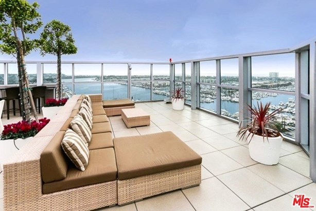 Condominium, High or Mid-Rise Condo - Marina Del Rey, CA (photo 2)