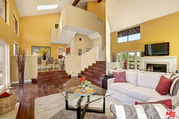 Rustic, Single Family - Woodland Hills, CA (photo 1)