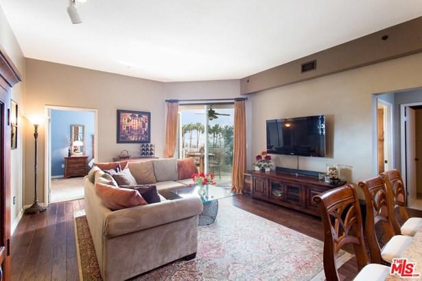 Condominium, High or Mid-Rise Condo - Long Beach, CA (photo 2)
