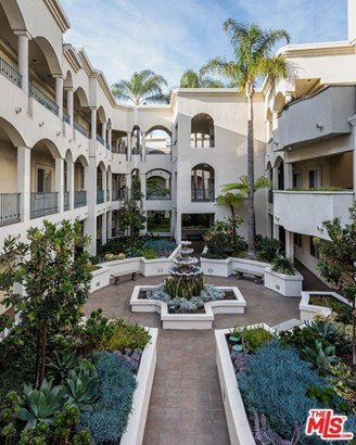 Condominium, Traditional - Los Angeles (City), CA (photo 1)