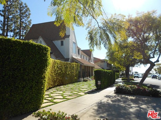 French Country, Single Family - Pacific Palisades, CA (photo 3)