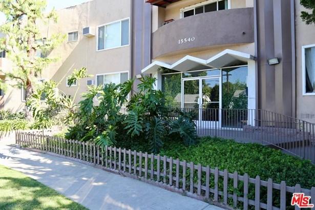 Condominium, Traditional - Encino, CA (photo 1)