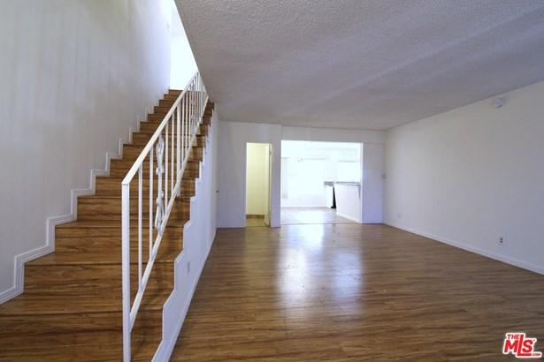 Condominium, Traditional - Encino, CA (photo 3)