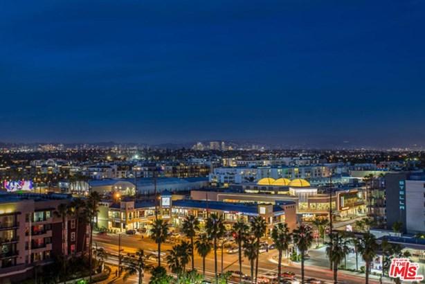 Condominium, High or Mid-Rise Condo,Low Rise - Venice, CA (photo 1)