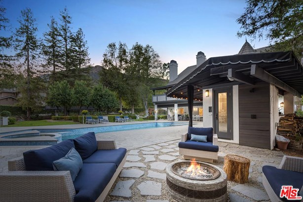 Tudor, Single Family - Agoura Hills, CA (photo 2)