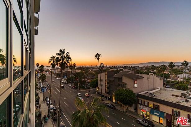 Condominium, Contemporary,High or Mid-Rise Condo - Marina Del Rey, CA (photo 4)