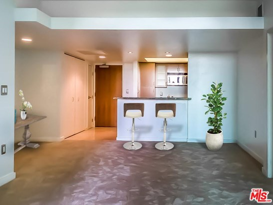 High or Mid-Rise Condo,Contemporary, Condominium - Marina Del Rey, CA (photo 3)