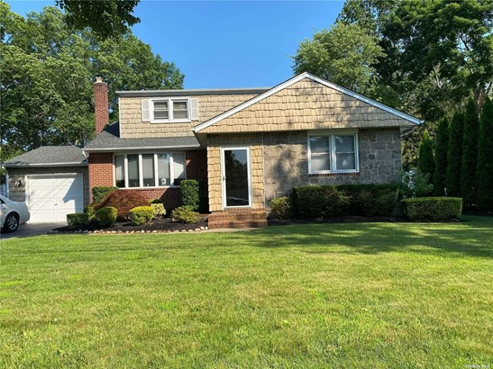 Apt In House, Apartment - Greenlawn, NY