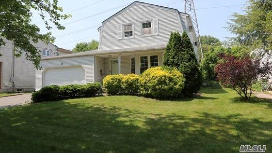 Single Family Residence, Colonial - Albertson, NY