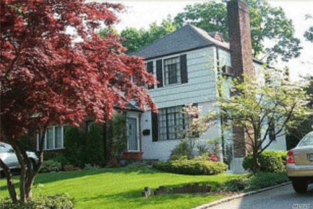 Single Family Residence, Colonial - Manhasset, NY