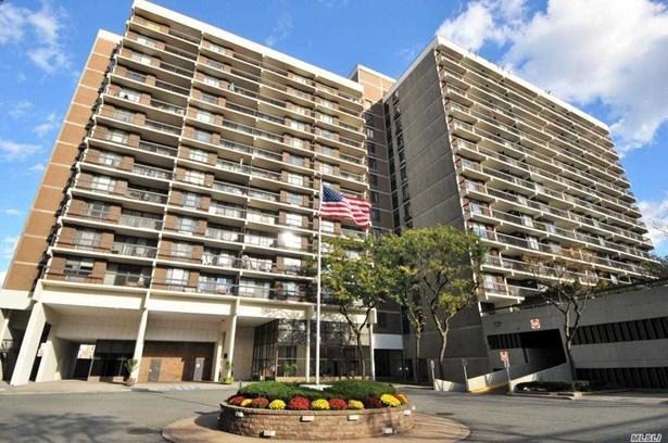 Condominium, Condo - Flushing, NY