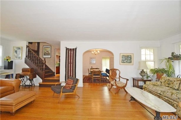 Rental Home, Colonial - Great Neck, NY (photo 2)
