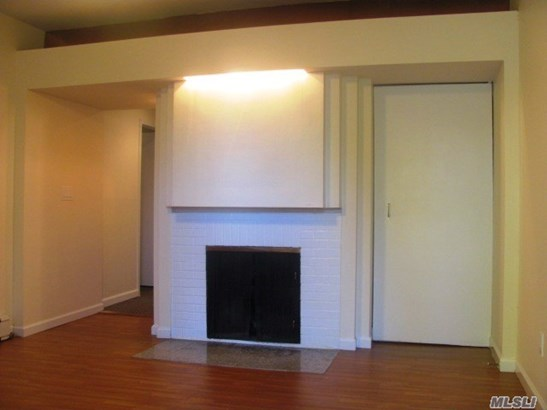 Rental Home, 2 Story - Locust Valley, NY (photo 5)