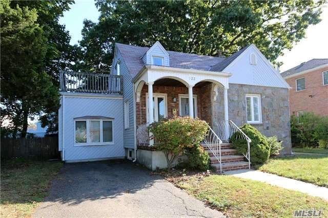 Residential, Cape - New Hyde Park, NY (photo 2)