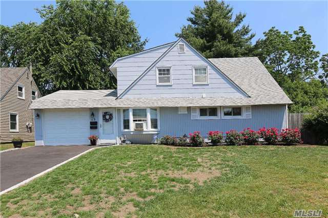 Residential, Cape - Levittown, NY (photo 1)