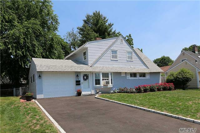 Residential, Cape - Levittown, NY (photo 3)