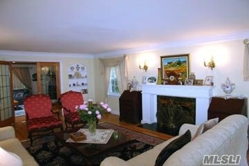 Rental Home, Colonial - Manhasset, NY (photo 3)