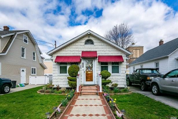 Residential, Ranch - Mineola, NY (photo 1)