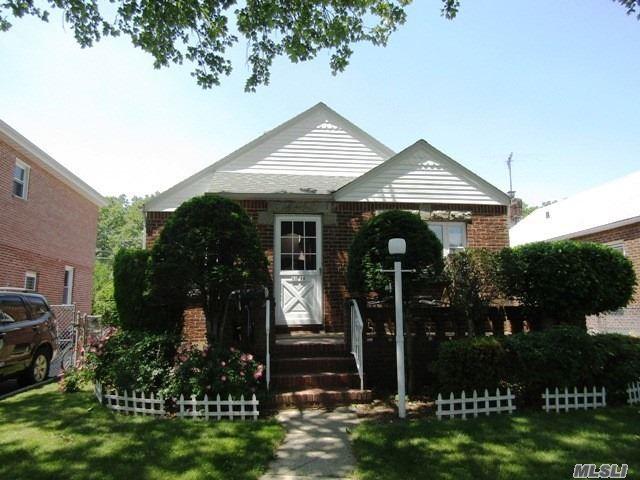Residential, Cape - Bellerose, NY (photo 1)