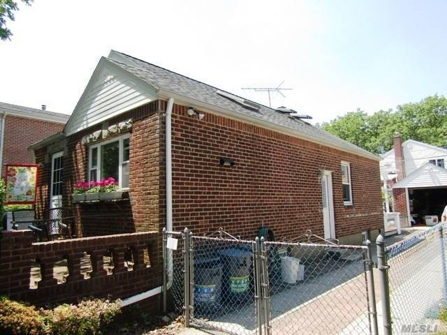 Residential, Cape - Bellerose, NY (photo 2)