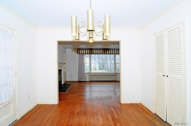 Residential, Cape - Manhasset, NY (photo 4)