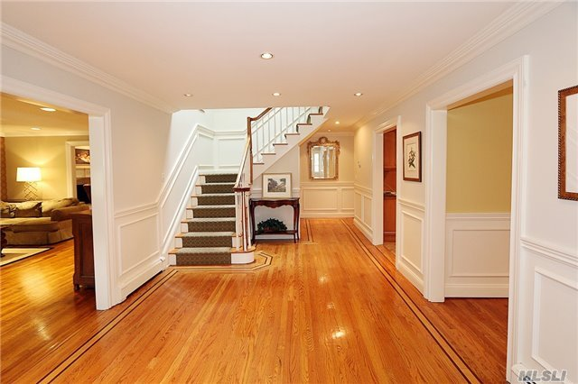 Rental Home, Colonial - East Hills, NY (photo 2)