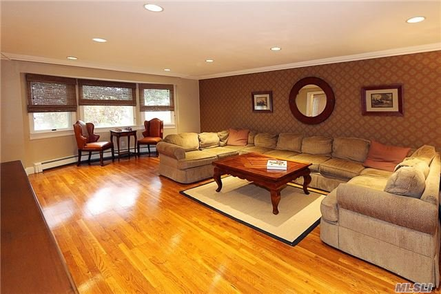 Rental Home, Colonial - East Hills, NY (photo 3)