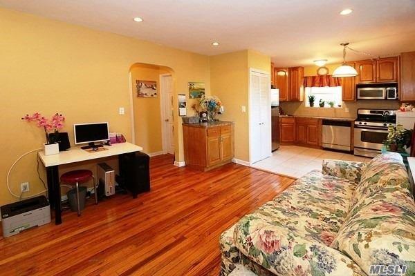 Co-Op, Residential - Glen Oaks, NY (photo 1)
