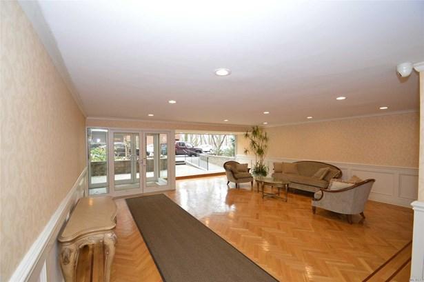 Co-Op, Residential - Douglaston, NY (photo 4)