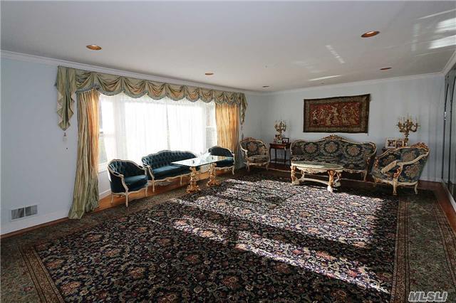 Rental Home, Ranch - Great Neck, NY (photo 5)