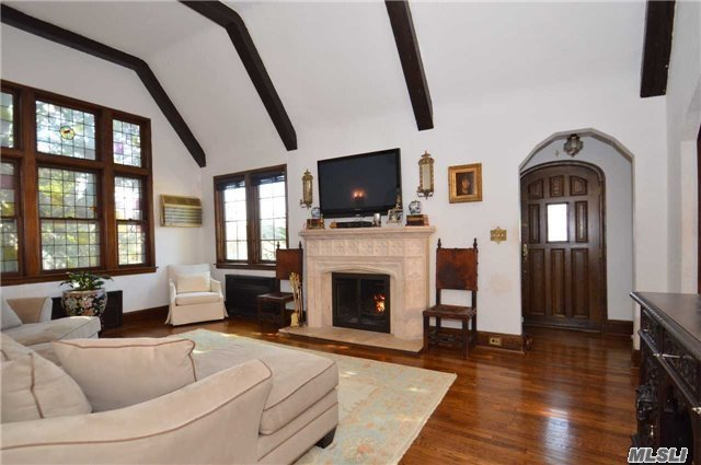 Tudor, Residential - Little Neck, NY (photo 4)