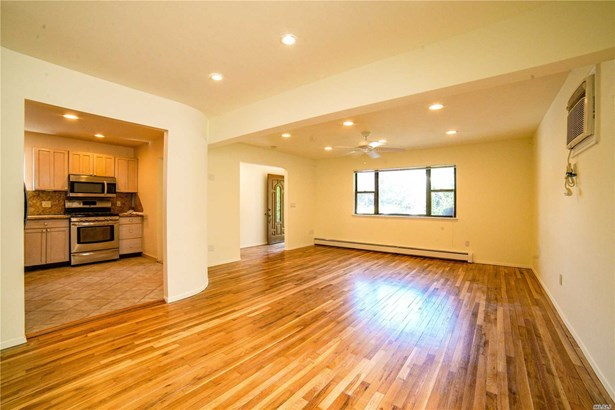 Rental Home, Duplex - Port Washington, NY (photo 2)