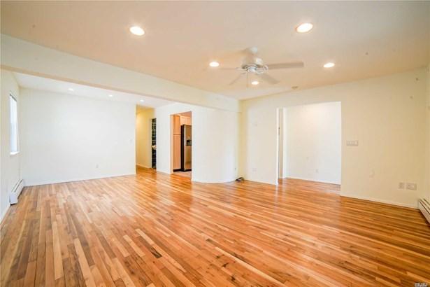 Rental Home, Duplex - Port Washington, NY (photo 3)