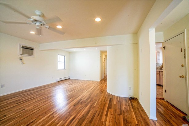 Rental Home, Duplex - Port Washington, NY (photo 4)