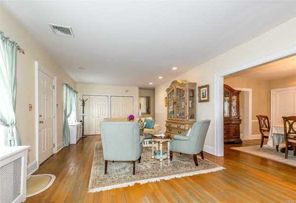 Rental Home, Colonial - Great Neck, NY (photo 5)