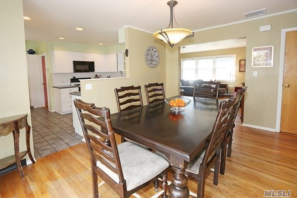 Exp Ranch, Residential - Roslyn Heights, NY (photo 4)